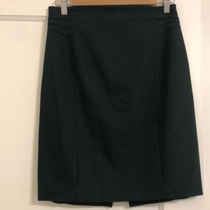 EUC Express pencil skirt in forest green. Size 6